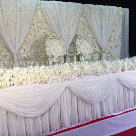 floral-backdrop-with-head-table
